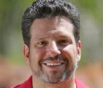 Ricardo Arantes, sócio-proprietário da Agropecuária Nova Vida, cliente da Pec Press por quatro anos